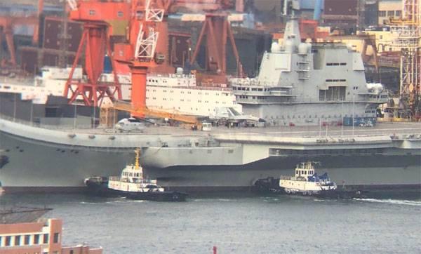 """आधुनिकीकरण के बाद चीनी नौसेना """"लिओनिंग"""" का विमान वाहक पोत समुद्र में चला गया"""