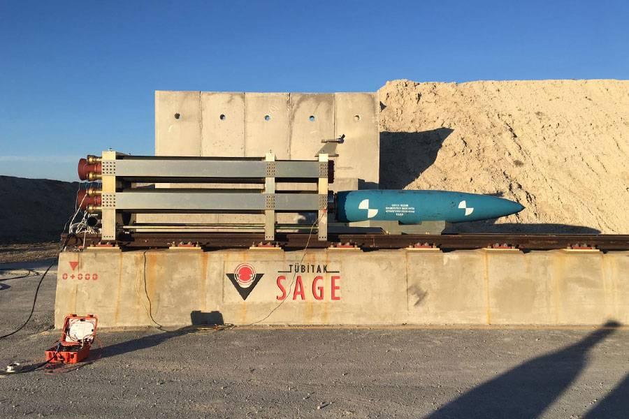 ВТурции опробовали первую свою авиабомбу набетонной стене. Зрелищное видео