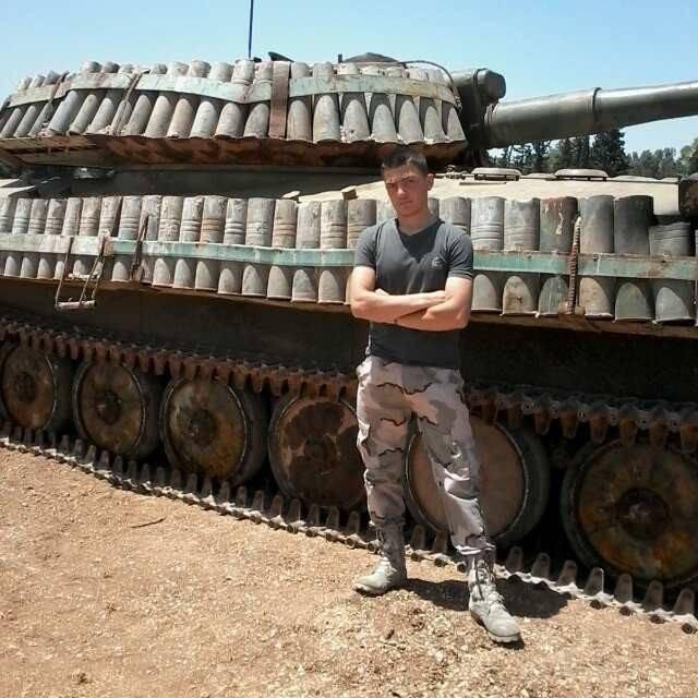 """सीरिया में, असामान्य सुरक्षा के साथ """"कार्नेशन"""""""