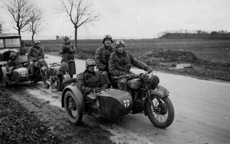 소련과 러시아 국민은 Wehrmacht의 군인들에게 맞았다.