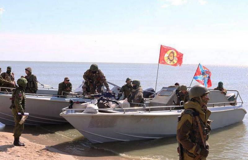 우크라이나 해군 사령관은 조선 민주주의 인민 공화국에 아 조프 소 함대 (Azov Flotilla)의 출현을 발표했다.