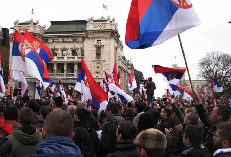 В Сербии продолжаются массовые протесты против политики Вучича