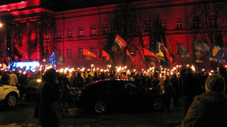 À Kiev, a tenu une marche au flambeau en l'honneur de l'anniversaire de Bandera