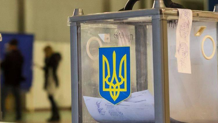 ロシアの投票所閉鎖に反対する国会議員代理