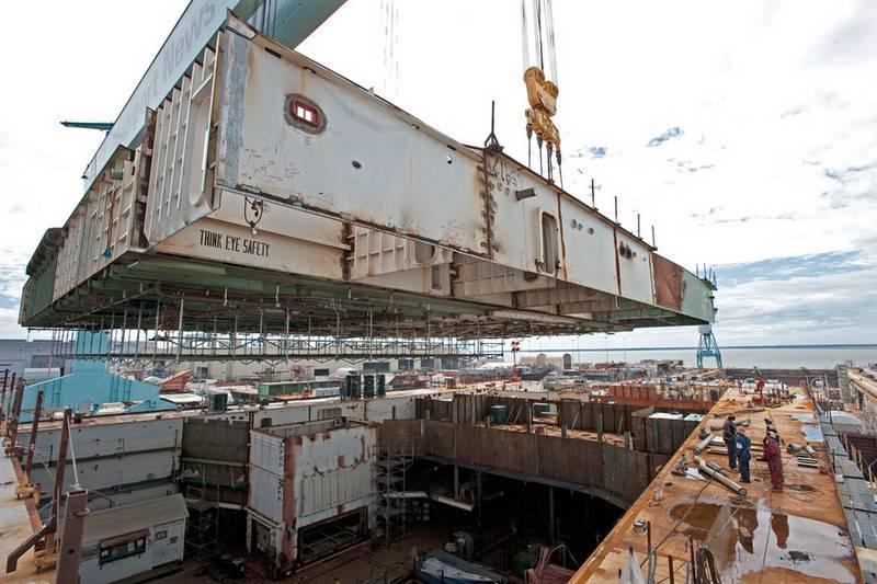 अमेरिकी नौसेना कमान ने एक साथ दो विमान वाहक के निर्माण का आदेश दिया