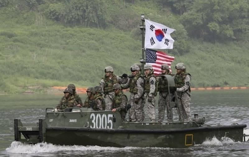 북한은 미국과 한국의 합동 훈련을 중단 할 것을 요구했다.