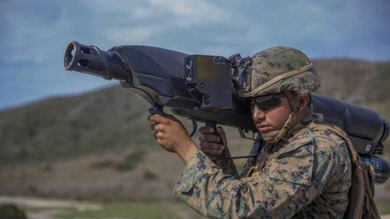 Infantes de marina estadounidenses han experimentado SkyWall100 pnevmobazuku británico