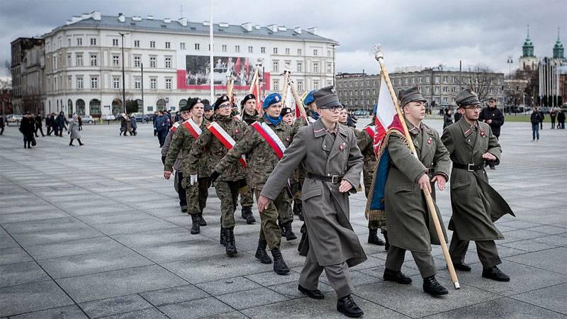 पोलैंड स्वयंसेवी छात्रों से सैन्य रिजर्व तैयार करता है