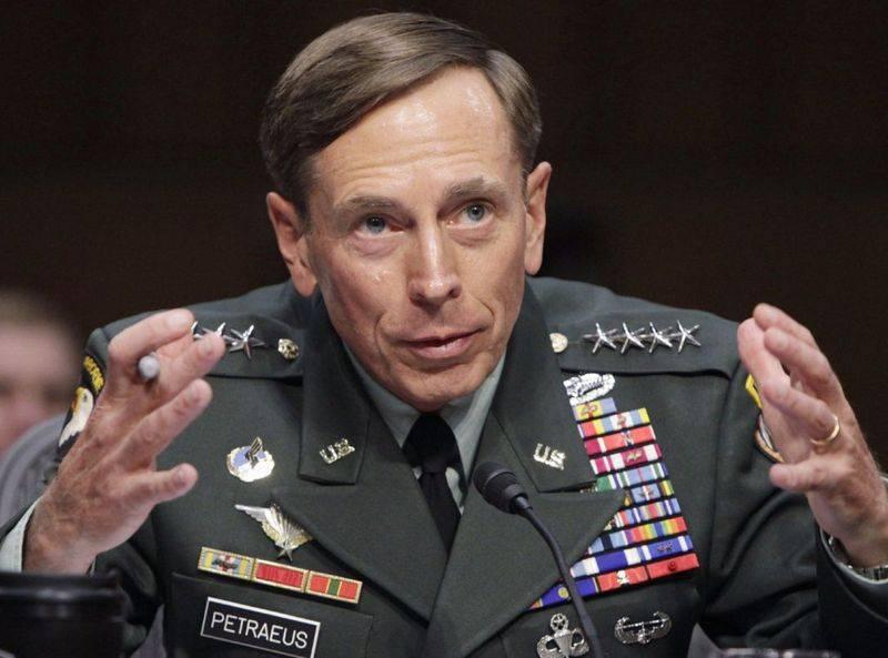 "El ex jefe de la CIA Petraeus llamó a Vladimir Putin ""un regalo para la OTAN"""