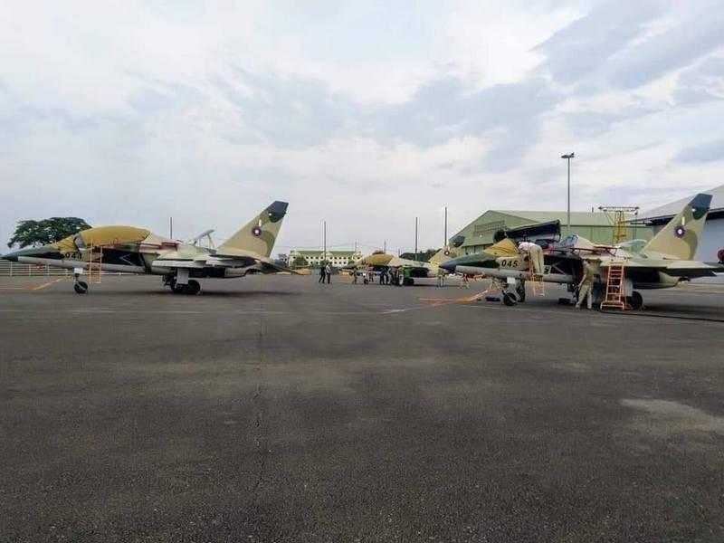 ラオスは最初の戦闘訓練用航空機Yak-130を受け取った