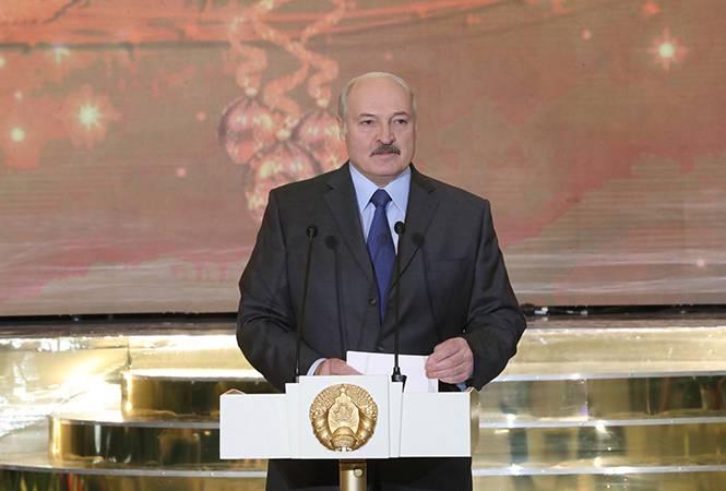 Лукашенко заявил, что Белоруссию будут пробовать на зуб