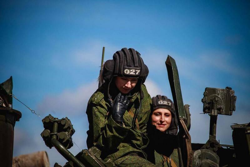 """Tank Biathlon-2019""에서 여성 크루 인 ZVO가 참여합니다."