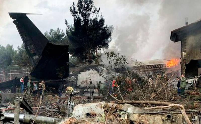 テヘラン郊外で貨物「ボーイング-707」が墜落した