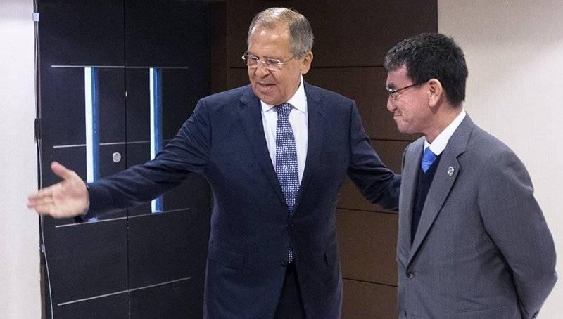 라브 로프 (Lavrov) : 모스크바와 도쿄는 평화 조약 문제에서 큰 차이가있다.