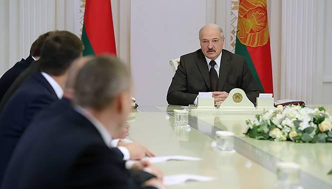 Loukachenko a souligné la menace pesant sur la souveraineté de la Biélorussie de l'Ouest et de l'Est
