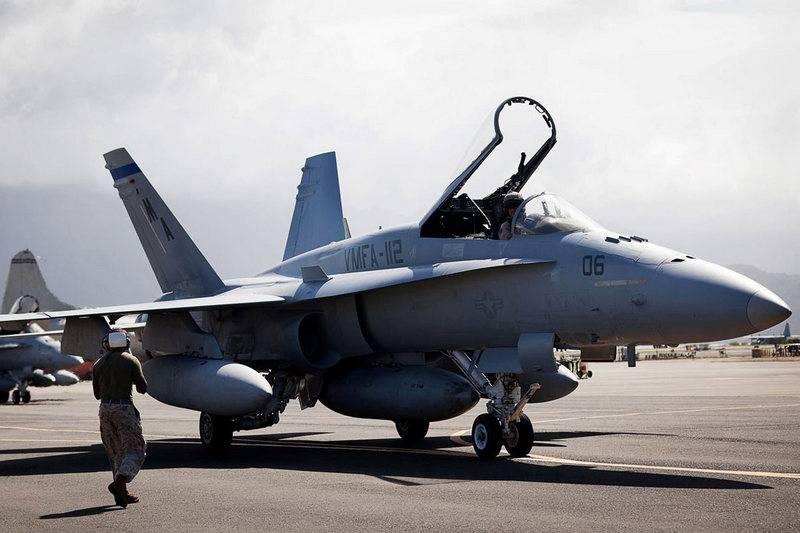 विमान एफ / ए-एक्सएनयूएमएक्ससी / डी हॉर्नेट केएमपी यूएसए को एएफएआर के साथ रडार प्राप्त होगा