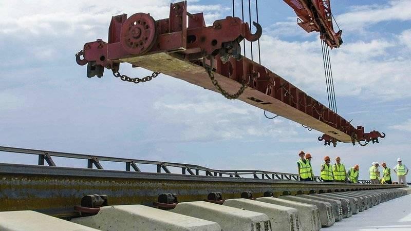 교통 장관 : 크리미아에서 다리 열차가 미리 갈 수 있습니다.