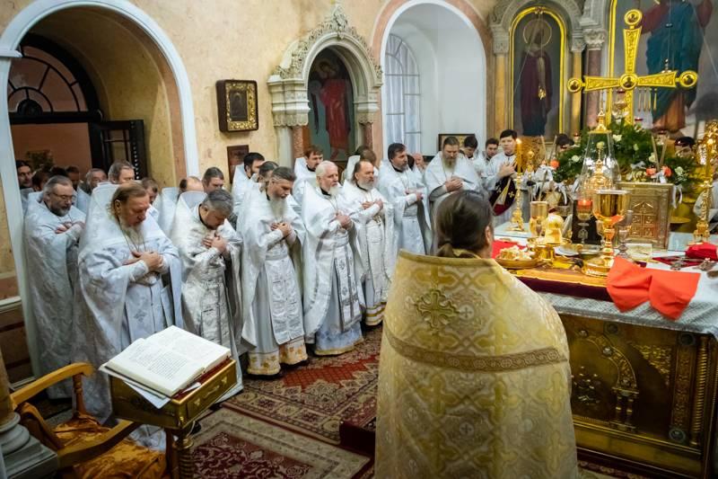 В кафедральном соборе украинского города Сумы прогремел взрыв