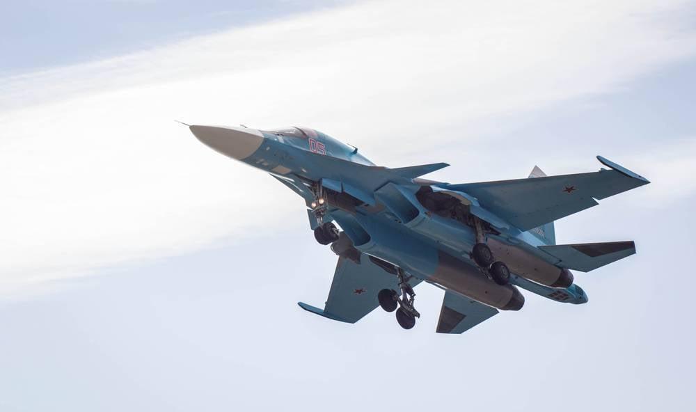 Погибшие при столкновении Су-34 наСахалине летчики запутались впарашютах