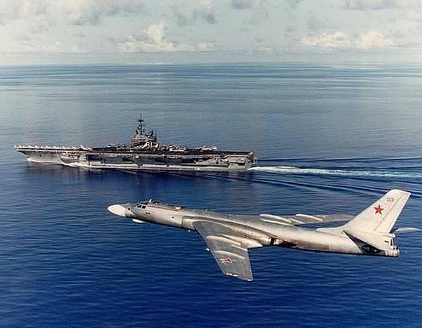 नौसेना: शत्रुता और शांति के लिए तैयारी के बीच संतुलन चुनना