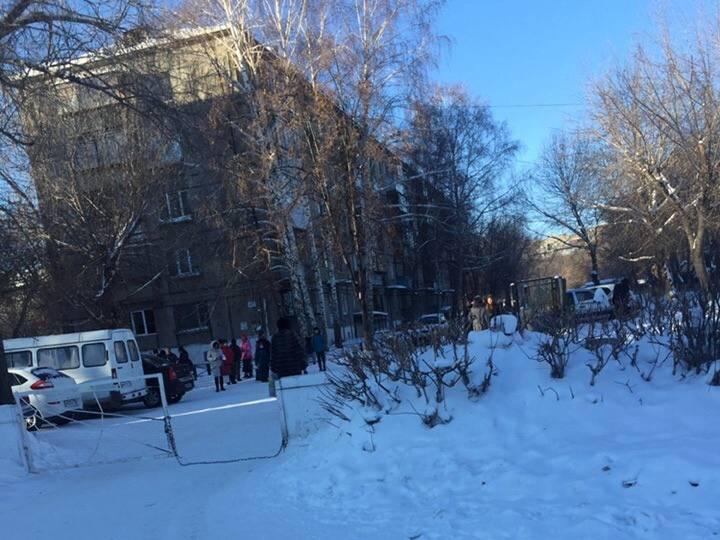 मीडिया: मैग्नीटोगोर्स्क में, एक बम की रिपोर्ट के बाद स्कूल और अस्पताल को खाली कर दिया