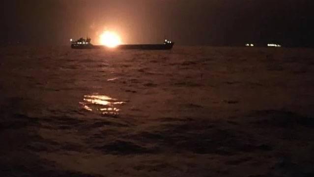 केर्च जलडमरूमध्य के पास दो जहाजों में आग