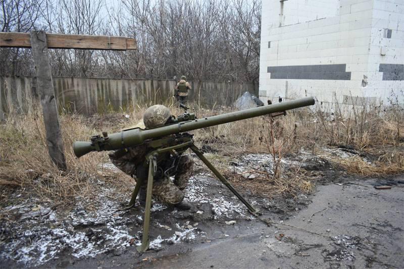 マリウポールに転送されたウクライナのヘリコプターの軍隊の着陸突撃離脱