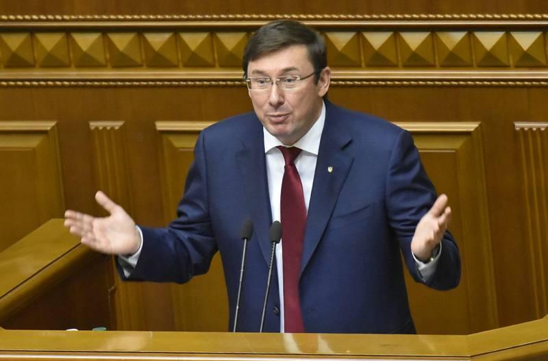 Lutsenko propuso legalizar las armas y la prostitución en Ucrania
