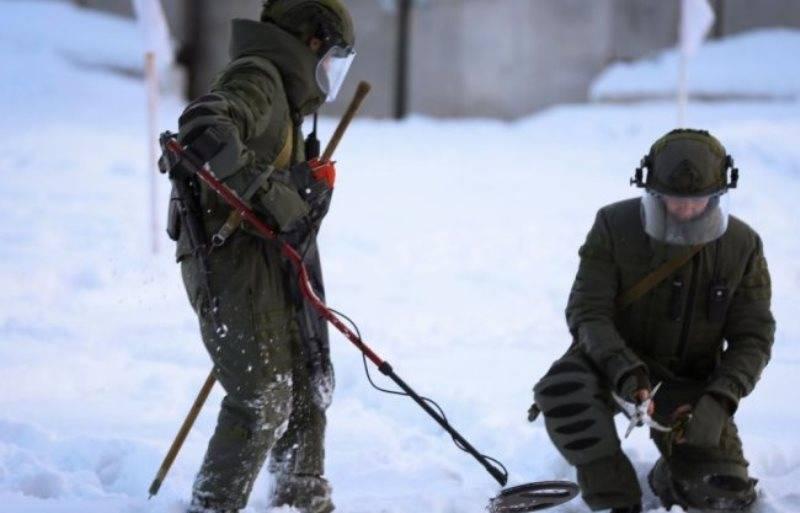 """बेलारूसी सैपरों ने नए सुरक्षात्मक सूट """"फाल्कन"""" प्राप्त किए"""