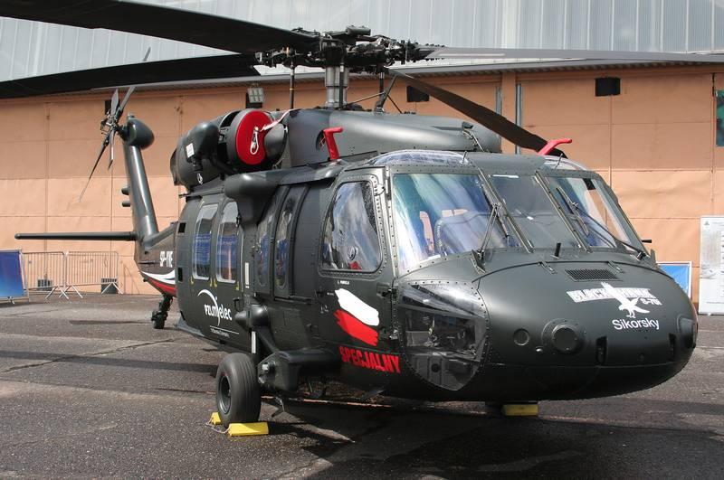 ポーランド国防省は最初の4つのブラックホークS-70iヘリコプターを注文しました