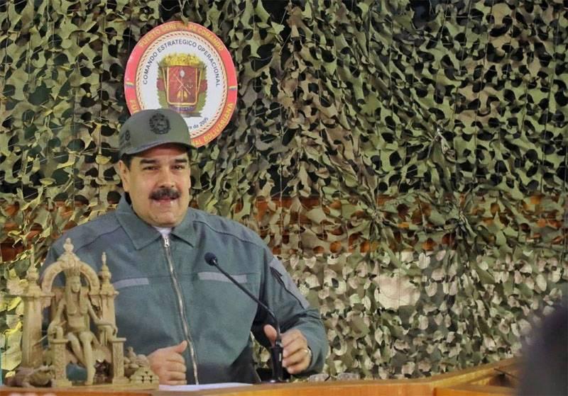 """मीडिया ने मादुरो की रक्षा के लिए """"रूसी सेना"""" के लदान की घोषणा की"""