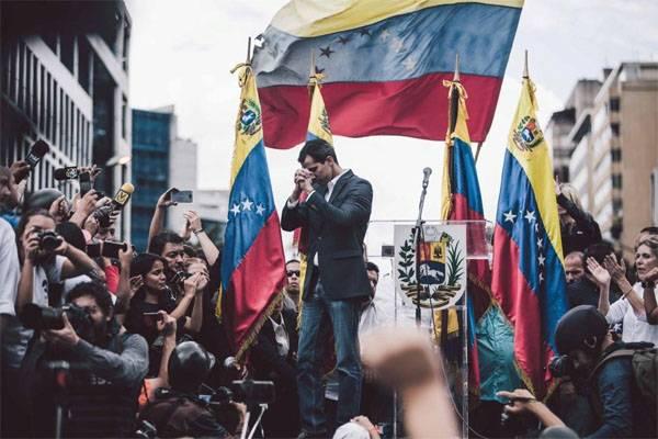 WSJ: Guaydo se proclamó presidente en funciones de Venezuela luego de una llamada de los Estados Unidos.
