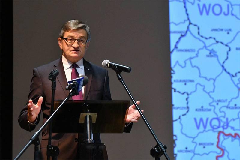 폴란드 세짐의 원수는 유럽이 우크라이나의 황폐화에 동의했다고 말했다.