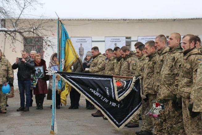 Le retour des restes de 72 e Ombre APU appelé semblable à la marche des prisonniers de guerre