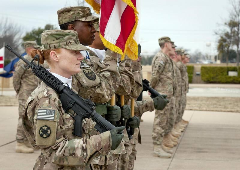 """En Estados Unidos, explicó por qué sus gastos en el ejército no son """"particularmente grandes""""."""