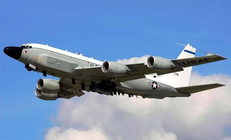 クリミア半島沿岸では、いくつかの米国の航空機が一度に偵察された。