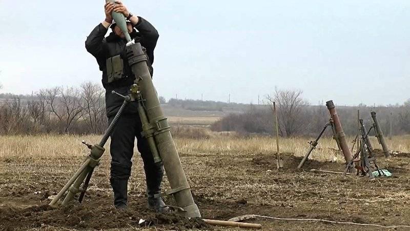 APUはドネツクの郊外で迫撃砲を打ちました