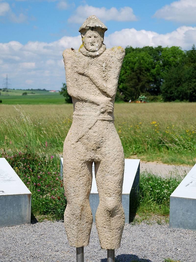 Hirschländen Warrior : 청동기 시대 Hallstatt Kuros (4 부분)