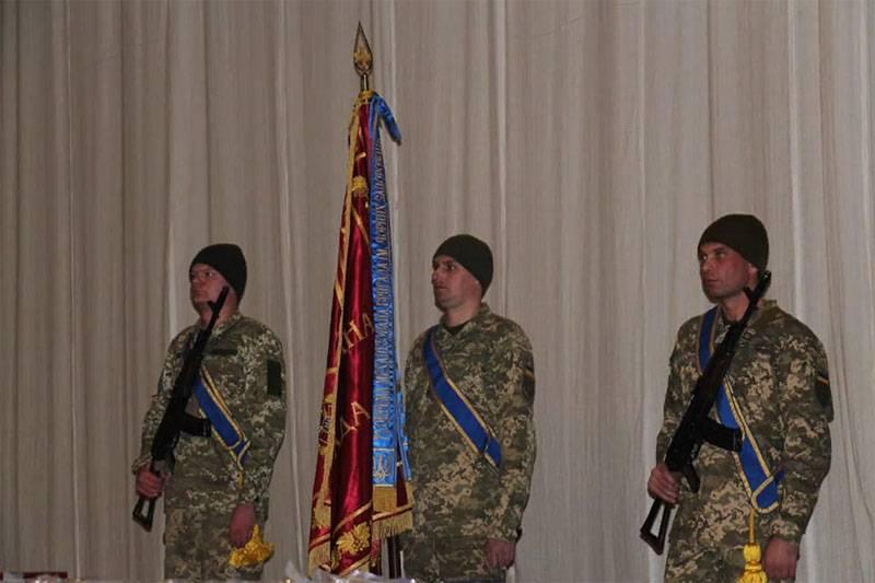 На Украине высмеяли 72-ю омбр за внешний вид на церемонии награждения