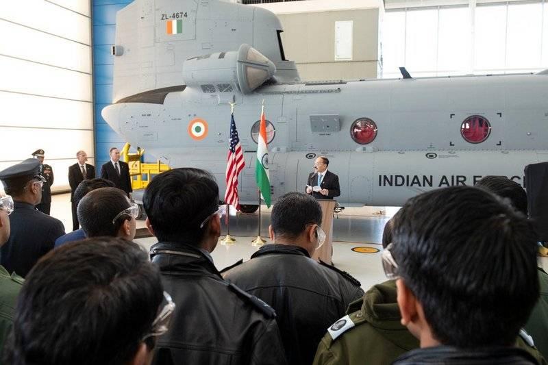 """El ejército indio recibió el primer """"auto volador"""" CH-47 Chinook"""