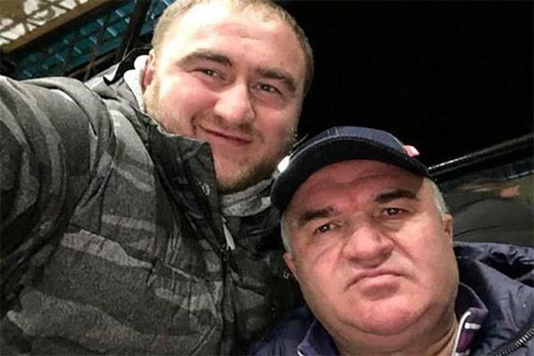 ¿A quién más va a sacar el senador Arashukov?