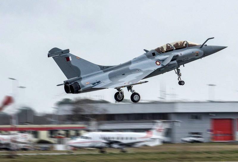 La Fuerza Aérea de Qatar recibió el primer caza doble Rafale DQ.