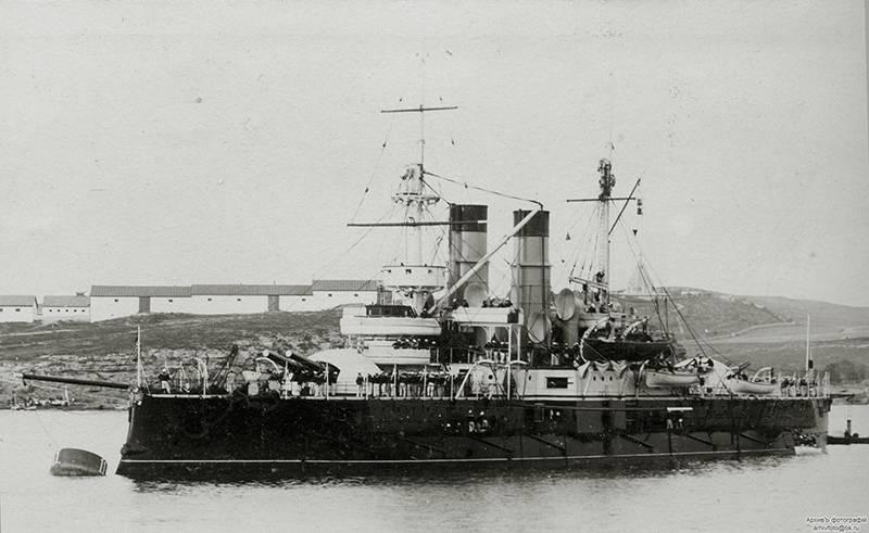 """造船厂以61 communard命名。 战舰""""十二使徒"""""""