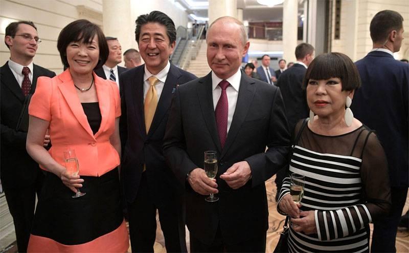 """जापान फिर से """"चाहता था"""" और कुरील, और मुआवजा"""
