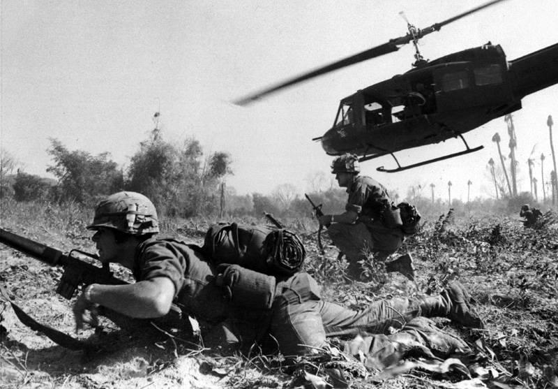 """""""Vol des Valkyries."""" Hélicoptères dans la guerre du Vietnam"""