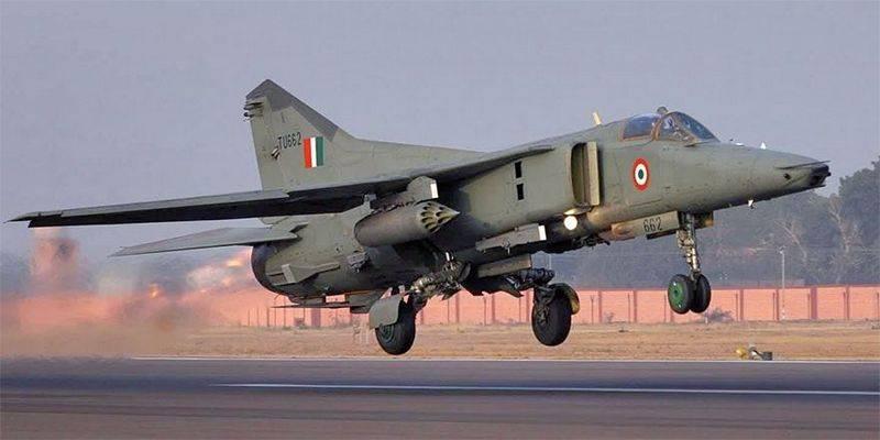 Combattente MiG-27 dell'aeronautica indiana cade in India