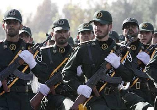 イランでは、兵士のいるバスが爆破されました。