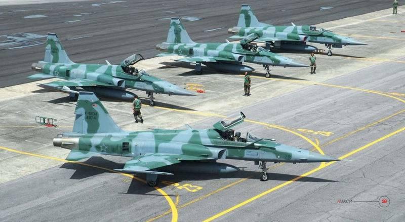 En los Estados Unidos decidió ampliar la aeronavegabilidad del F-5 Tiger II.