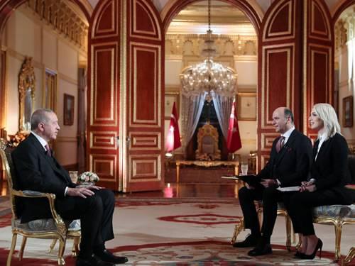 エルドアン首相は、アルメニア人虐殺について語ったことで、マクロンを「政治の若者」と呼んだ。