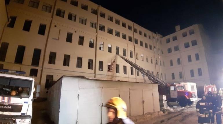 МЧС: под завалами петербургского университета могут быть люди